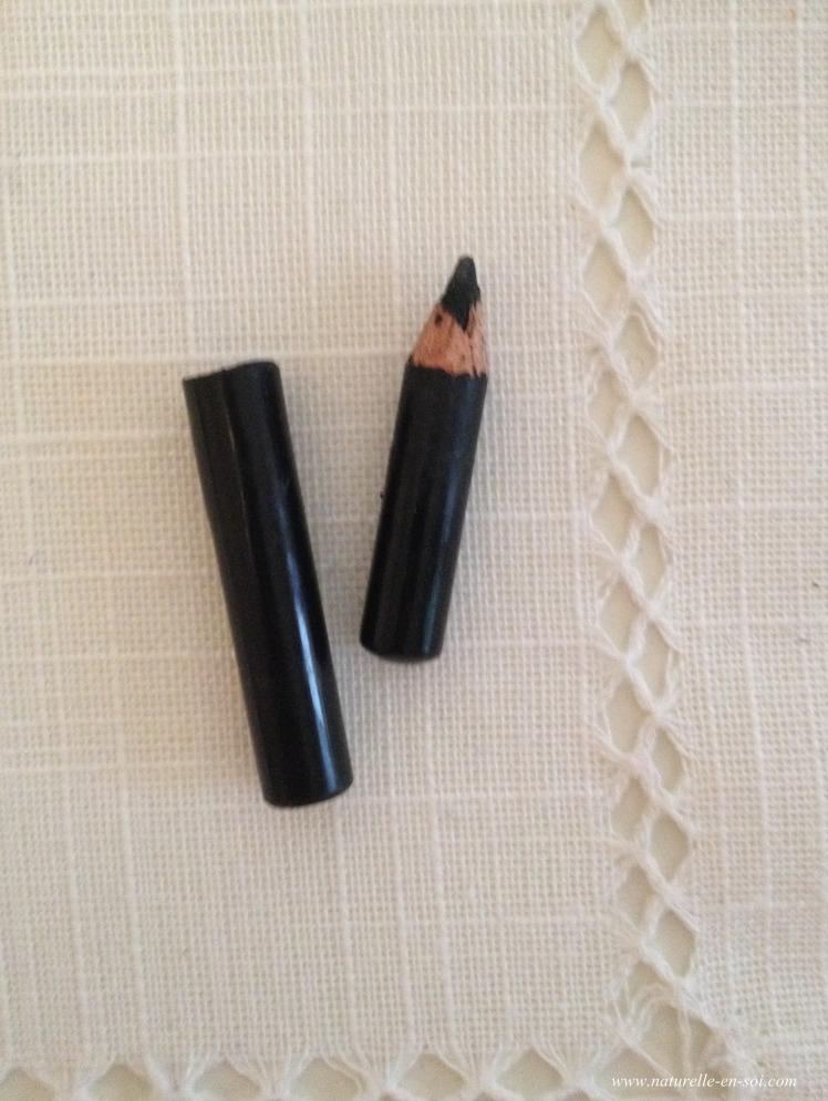 crayon noir Avril bio