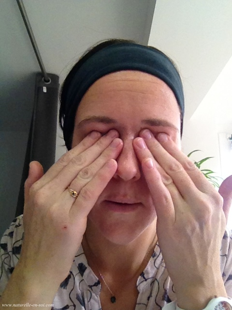 massage yeux à l'huile