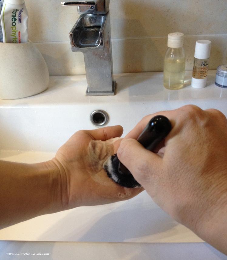 technique nettoyage pinceau à maquillage
