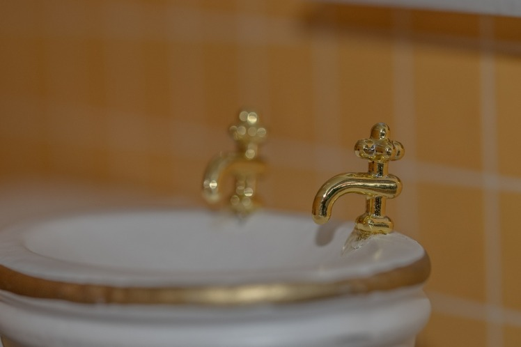 bathroom-sink-630175_1280